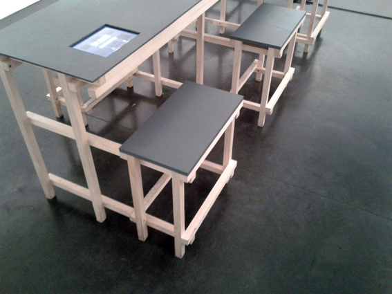 Exposition Paul Graham au BAL, meuble de lecture (salle de lecture)