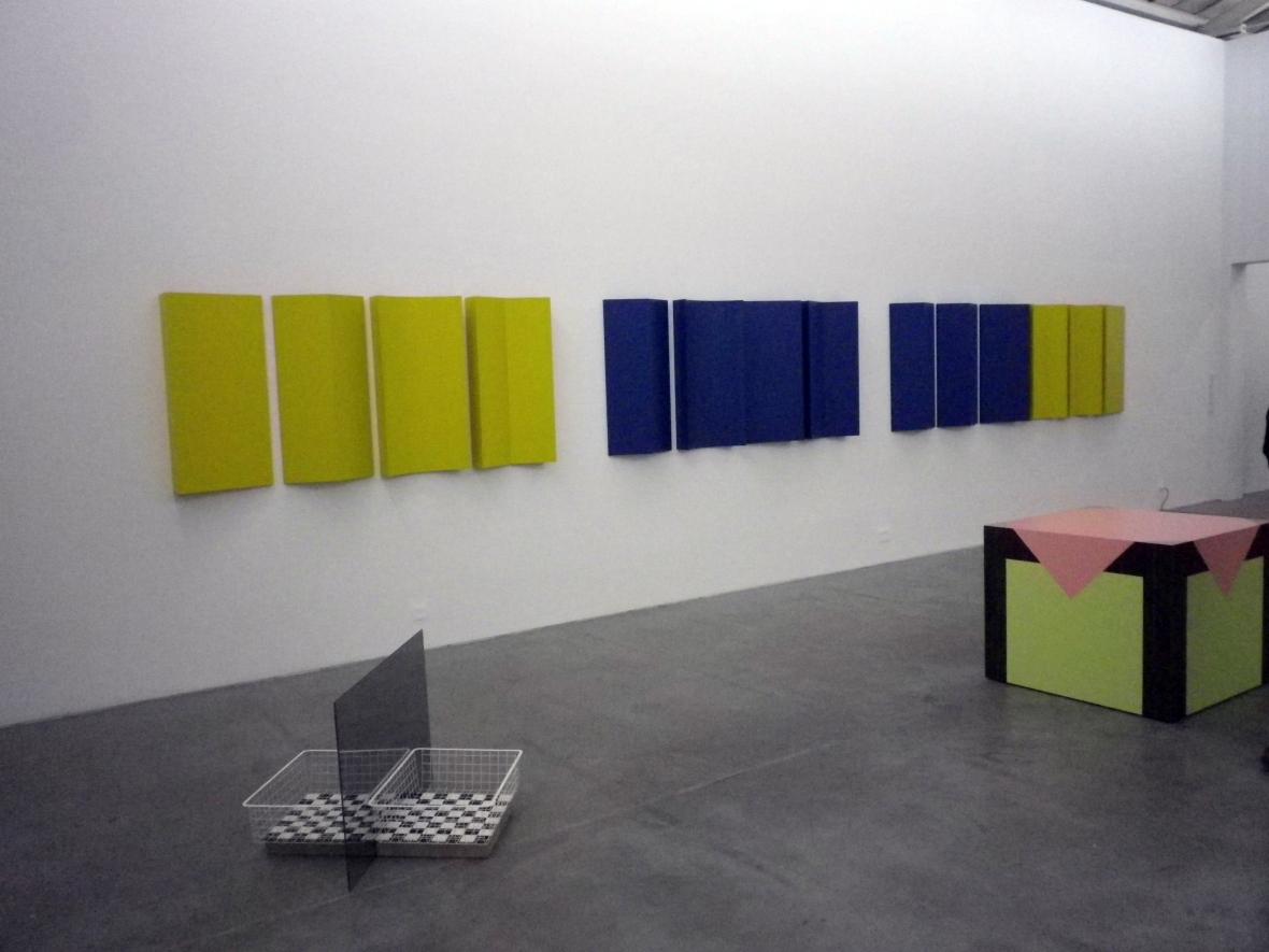 Vue de l'exposition (Charlotte Poseneske _Series B Relief_1967-2011)