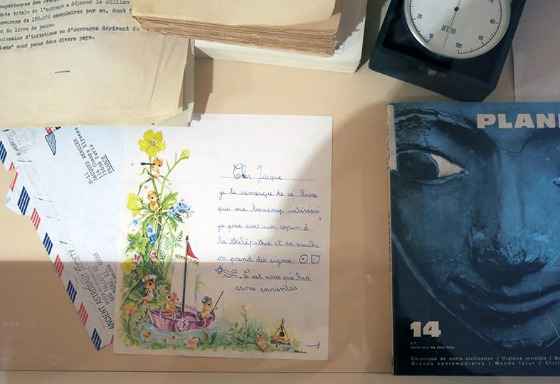 vitrine avec courrier de lecteur de Planète